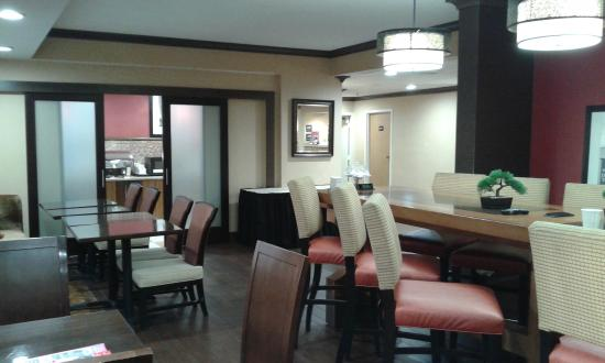 Hampton Inn Albany - Wolf Road (Airport): Part of lobby where Breakfast is served.