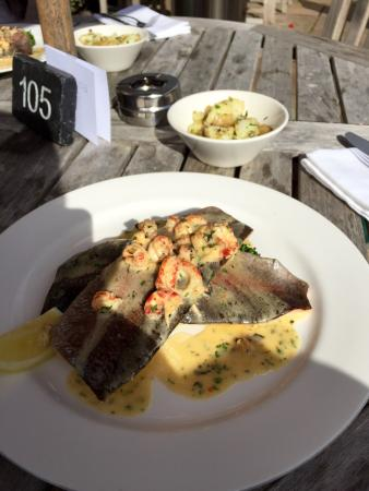 The Crown, Stoke By Nayland : Bathroom, al-fresco lunch and the garden.