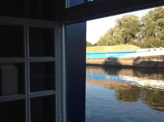 De Barge Hotel: Et les péniches passent