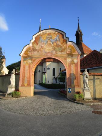 Biserica Sfintele Femei Mironosite