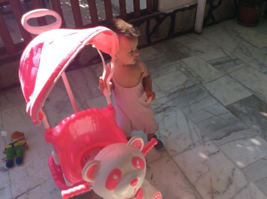 Zeybek 1 Pension: В пансионе много детских игрушек