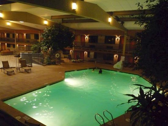 Best Western Plus Raton Hotel: Innenschwimmbad