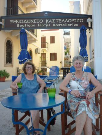 Hotel Kastellorizo: Enjoying a cold drink on the waterfront at the hotel