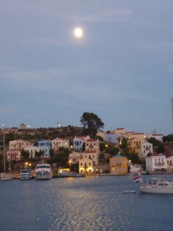 Hotel Kastellorizo: Moon rise photo taken from my bedroom window