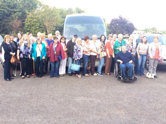 Drogheda, Irlanda: Group departing after great visit.