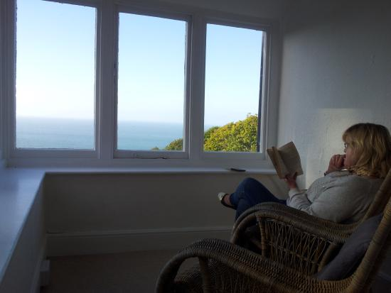 Woody Bay Hotel: A lovely solarium with a superb view