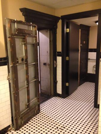 Cool old bank vault bathroom - Picture of Beacon's Pub