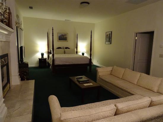 5th (Fifth) Street Inn: Wohn- und Schlafbereich
