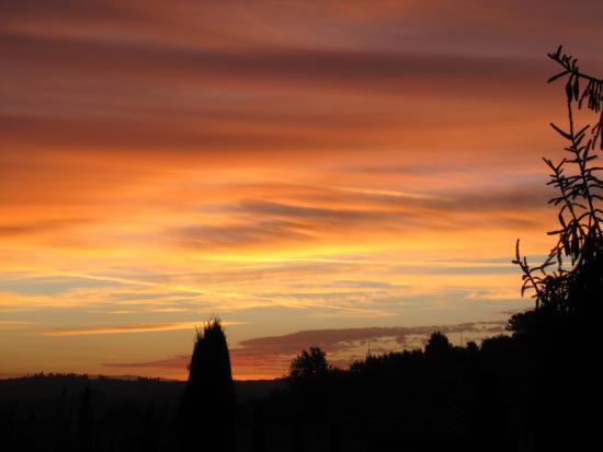 Le Valli: alba da una finestra dell'appartamento