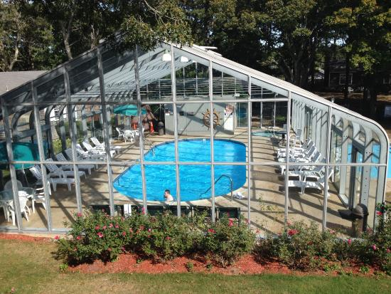 Colonial Village Motel & Cottages: pretty pool