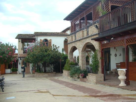 Country House San Pietro: La casa di famiglia inserita nel contesto del Bedenbrecfast