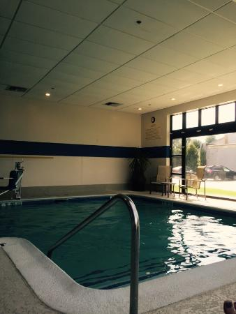 Doubletree by Hilton Hotel Hartford - Bradley Airport: The hotel pool was clean and warm