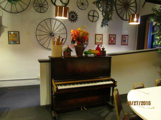 Main Street Cafe: Music room