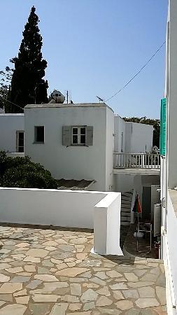 Hotel Aegean Village: Bungalows et terrasse