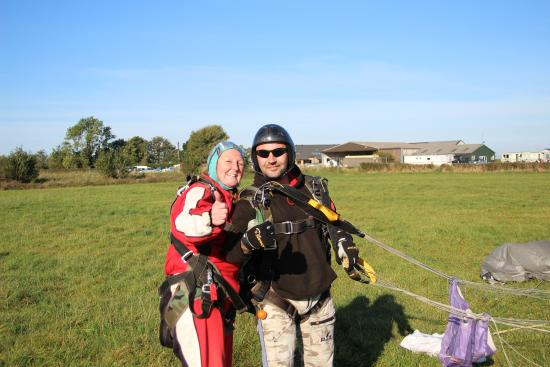 safe at last - Picture of Black Knights Parachute Centre