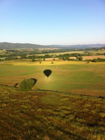 Ballooning in Tuscany: Balloon shadow Tuscany