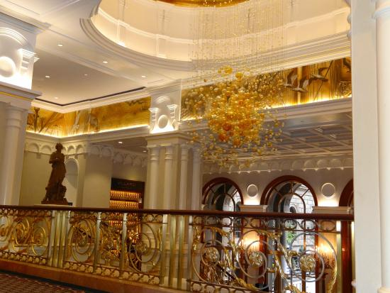 Lotte New York Palace: Beautiful lobby