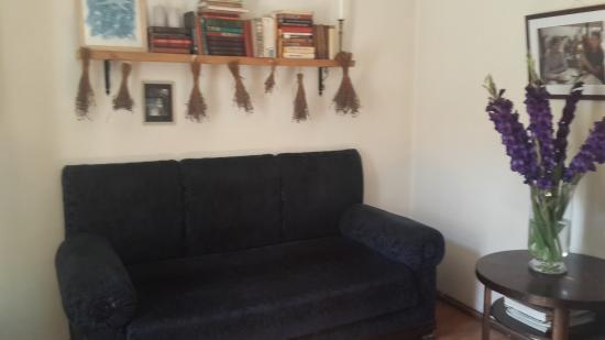 Boulangerie: На втором этаже можно расположиться на диванчике