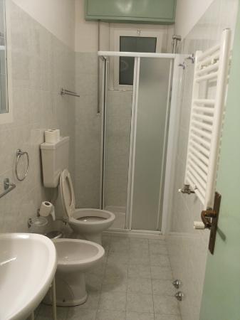 Bagno - Foto di Hotel K2 Cervia, Cervia - TripAdvisor