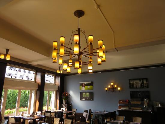 amrath hotel ducasque eetzaal met nostalgische verlichting hotel du casque maastricht