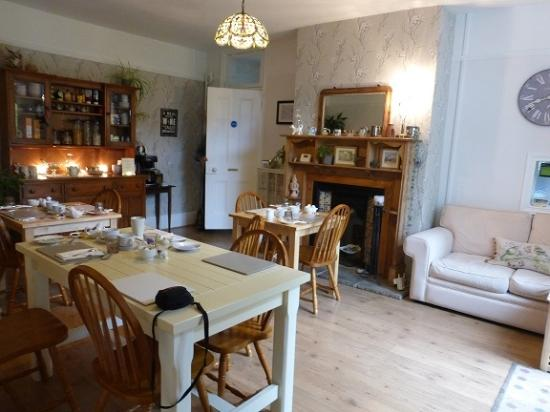 Little Brickhill, UK: Warm and inviting breakfast room