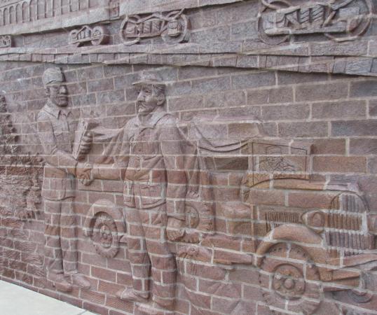 Κονκόρντια, Κάνσας: American Soldier and German POW Shaking Hands