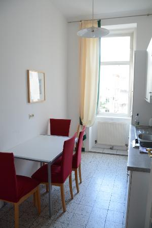 Good Belvedere Appartements: Kitchen (apartment 12a East Side Of Road)