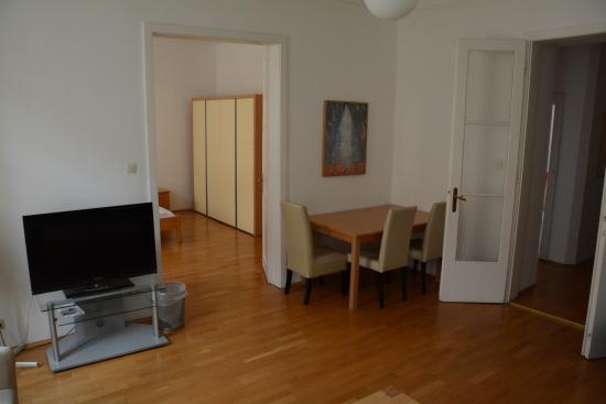 Lovely Belvedere Appartements: Living Room (apartment 12a East Side Of Road)