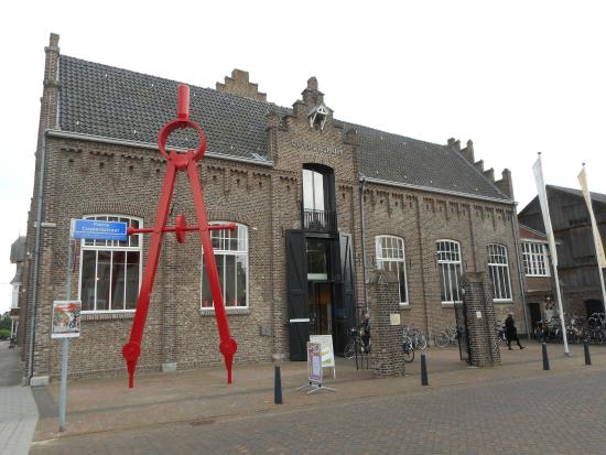 Cuypershuis: It was the house of an important architect of the Netherlands.