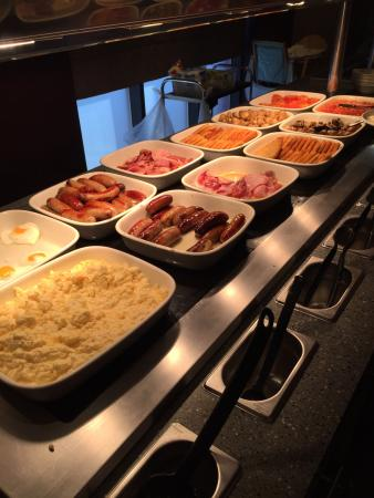 Premier Inn Bristol Cribbs Causeway (M5, J17) Hotel: Hot breakfast buffet - superbly cooked and constantly topped up.