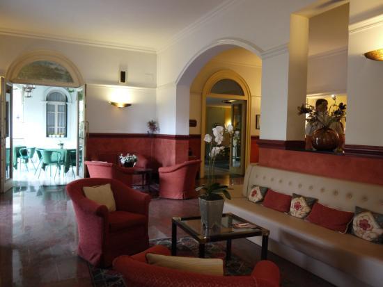 BEST WESTERN Biasutti: Lobby view