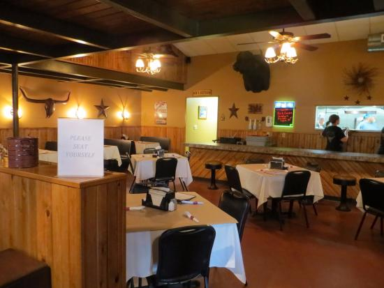 Fredonia, KS: Dining room