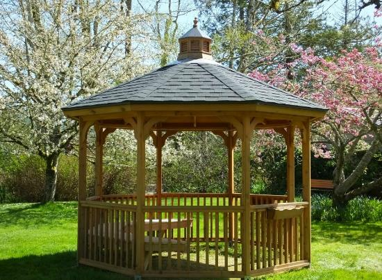 Cloverdale, OR: Wedding Gazebo at Sandlake Country Inn