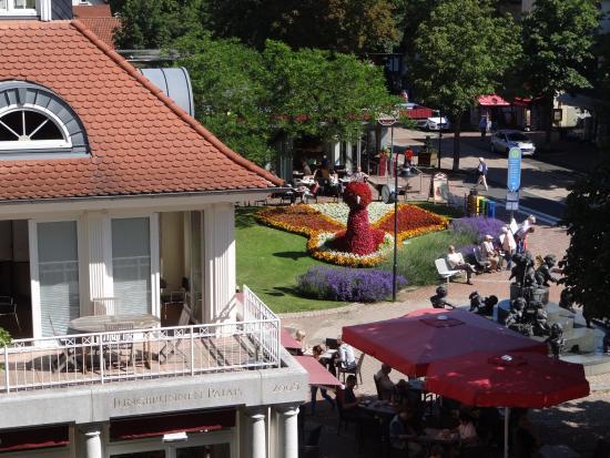 Hotel Victoria: Vista do hotel para a praça