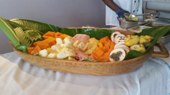 Madang Lodge Hotel: Natural organic fruits prepared and setup