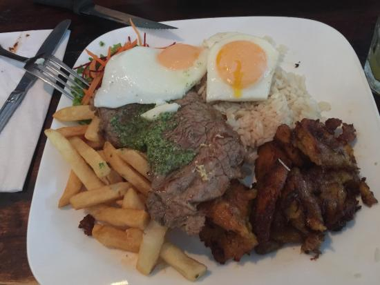 Mancora : Good Peruvian restaurant, generous proportions of food, well located, Cusqueña beer, Inca Kola s
