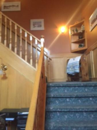 Lady Macdonald Country Inn: Stairwell to rooms