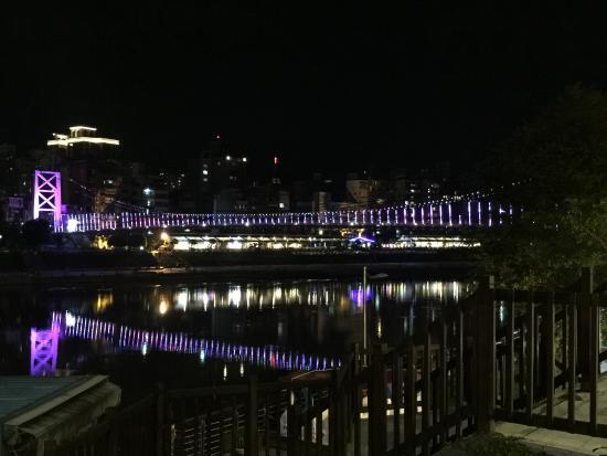 Bitan Hotel Taipei: A Pedestrian Bridge Closeby