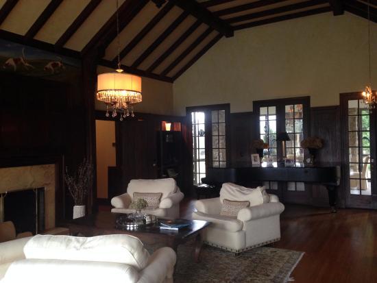 Glen Gordon Manor: Hunting room