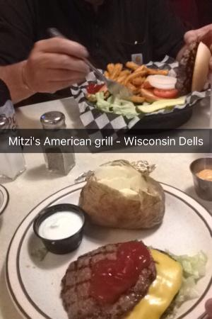 Mitzi's American Grill: Awesome burgers!