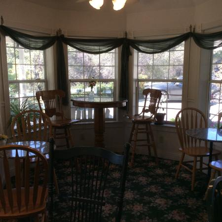 Hounds Tooth Inn: Breakfast room