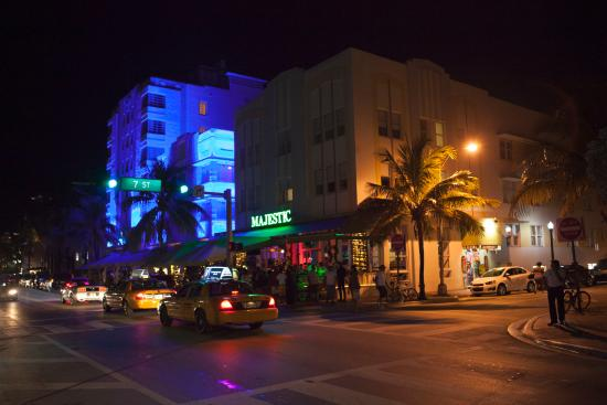 Majestic Hotel South Beach Вид на здание отеля