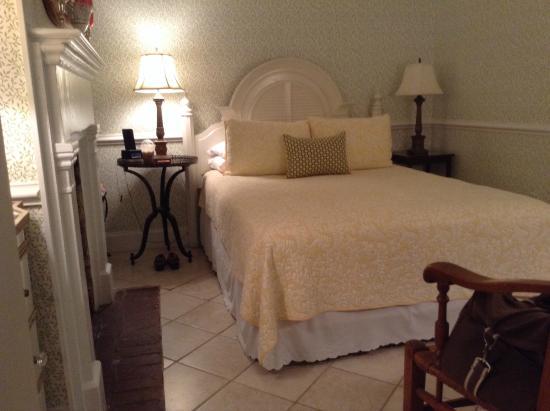 Catherine Ward House Inn: Hibernian room in the carriage house