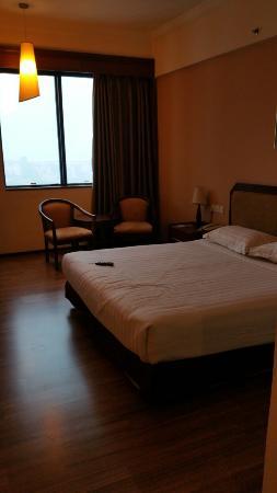 Crystal Crown Hotel: Bed