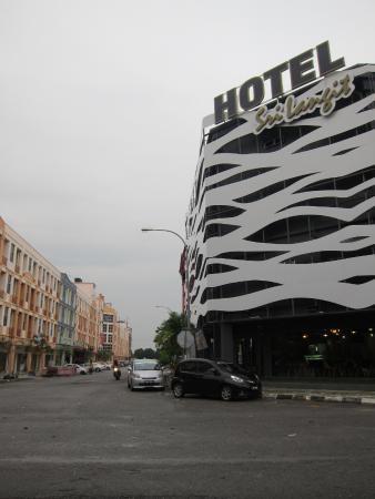 tampak luar gedung picture of sri langit hotel sepang tripadvisor rh tripadvisor com