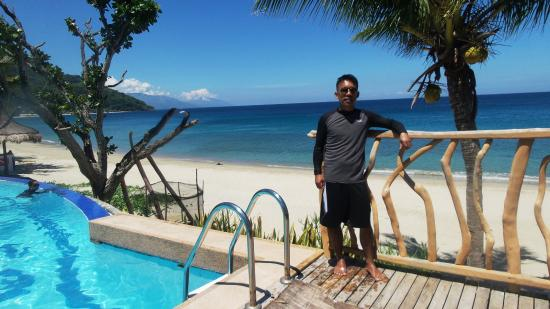 Tamaraw Beach Resort Poolside