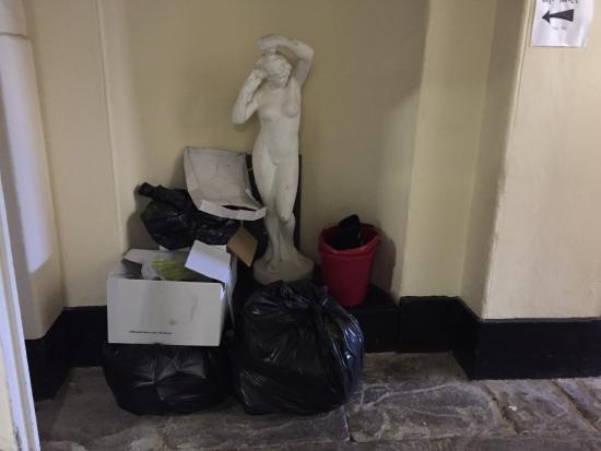 Kings Weston House: Toilet corridor rubbish.