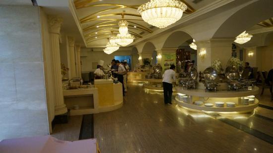 Liaoning Mansion: Зал для завтрака в отеле