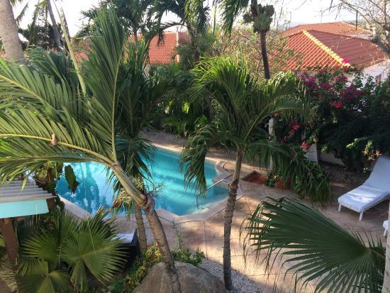 Paradera Park: Uitzicht vanuit balkon op zwembad gedeelte