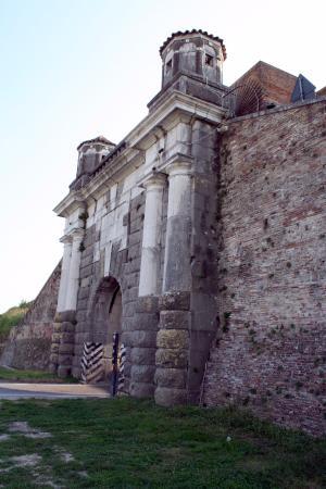 Пальманова, Италия: Esterno Bastioni Fortezza PALMANOVA (Porta Cividale) 12settembre2015.